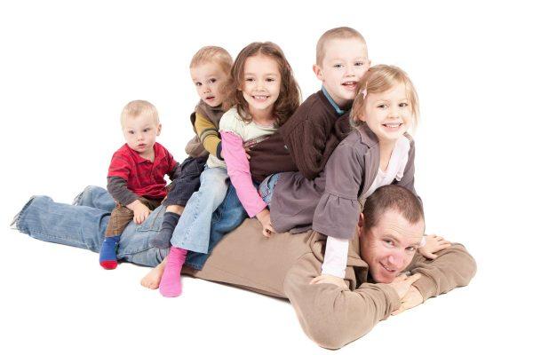 Установление сестрам и братьям разных опекунов запрещена. Исключение составляют ситуации, в которых подобная мера не противоречит интересам детей