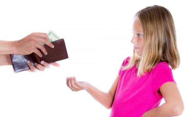 """По достижению ребенком 18 лет долги по алиментам не нивелируются, а продолжают """"висеть"""" на вашей совести, потому, лучше не уклоняйтесь от их погашения. В противном случае последствиями станут не только моральные мучения, но и юридические меры пресечения"""