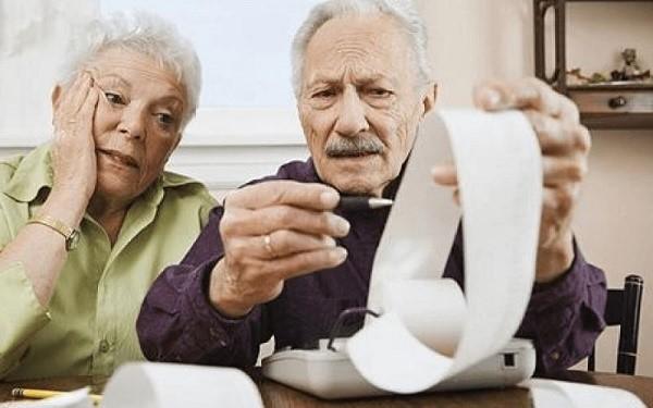 К сожалению, помимо регионов, власти которых отменили для пенсионеров выплату налоговых сборов с земли при определенных условиях, остаются территории, не сделавшие ничего для облегчения бремени стариков