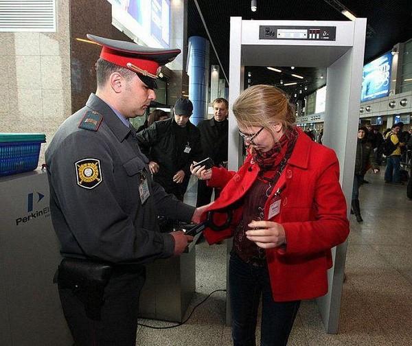Полицейский должен оказывать помощь гражданам России, как самостоятельно, так и по соответствующему запросу