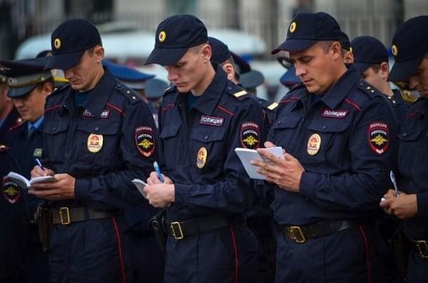 Полицейские имеют также ряд прав, которые можно интерпретировать как свободу по отношению совершения того или иного действия
