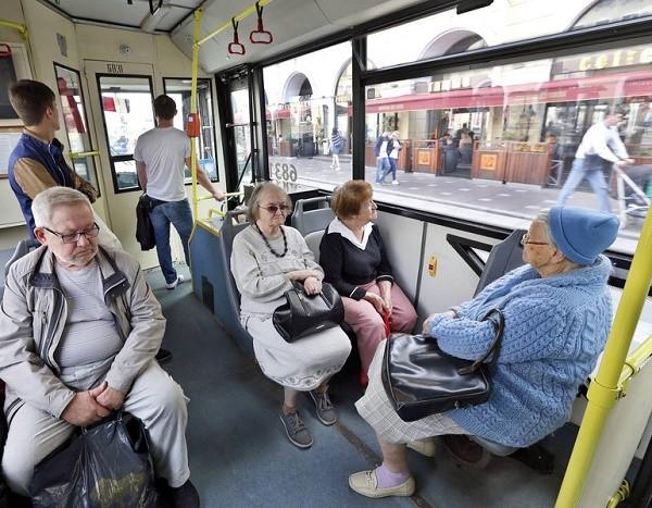 Государство предоставляет пенсионерам множество проездных льгот, которые разняться по регионам
