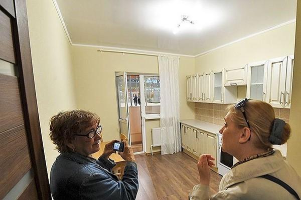 Комиссия определяет пригодность напольного покрытия, потолков и проч.