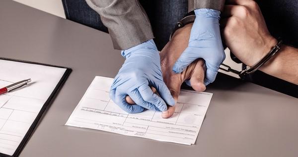 Проводить дознание не могут лица, которые в рамках того же уголовного дела проводят действия оперативно-розыскного характера