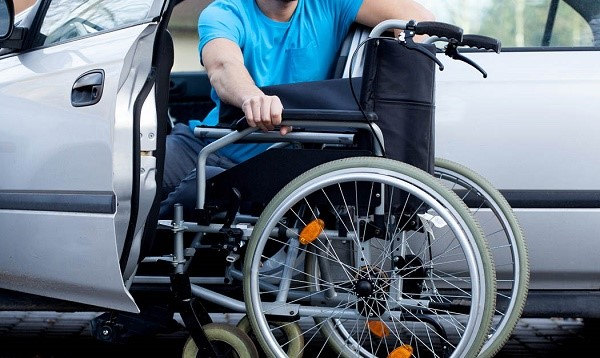 Инвалиды имеют право на льготную оплату сбора