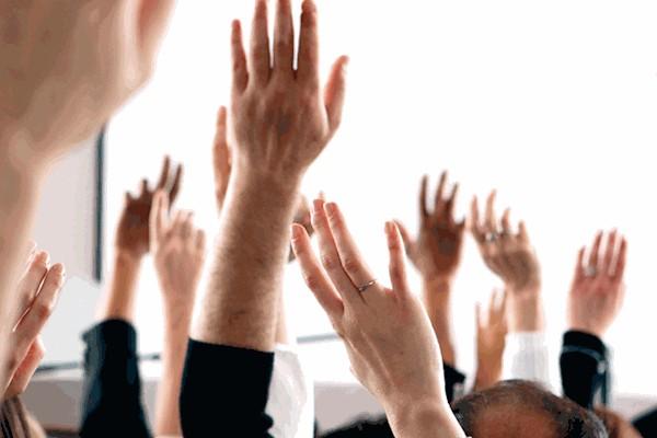 Если хотя бы у 2-х директоров не существует интереса к выполняемой сделке, ее одобряет только собрание