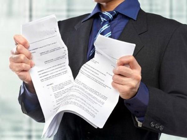 Сторона договора, его расторгающая, обязана действовать в рамках законов РФ