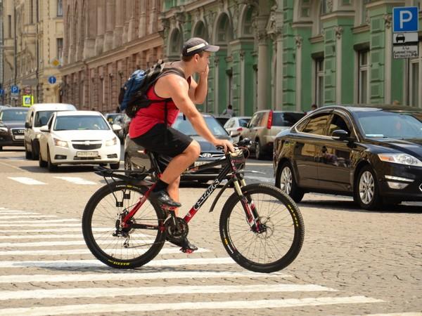 Велосипедисты должны давать преимущество пешеходам в движении