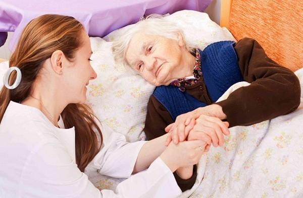 Пожилым людям очень важно общение