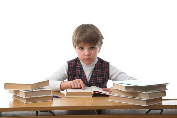 Если ученик пропускал занятия, он все равно должен самостоятельно освоить программу