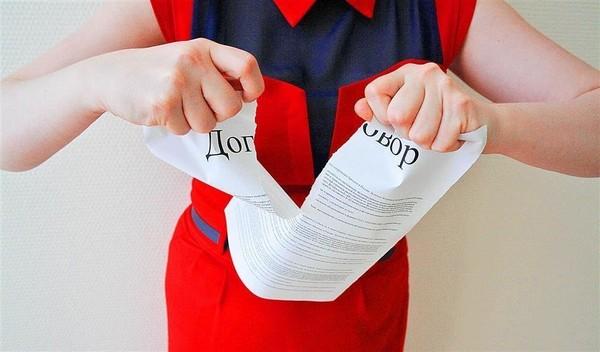 Иногда основанием для изменения договора является не письменное дополнительное соглашение, а способствующие сделки