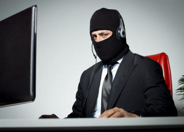 В случае поступления угроз в интернете граждане также имеют право обратиться в полицию с заявлением