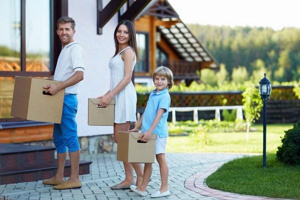Иногда при расчете размера выплат учитываются и доходы родителей участников