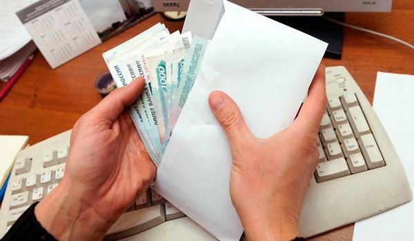 НДФЛ удерживается в день, когда деньги выдаются сотруднику
