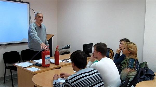 Организация курсов обучения различным методам ОТ на местах или в специальных организациях, а также контроль над этими процессами производятся местными уполномоченными органами