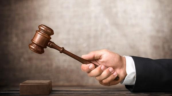 Подать иск о лишении родительских прав может второй родитель, представитель органов опеки