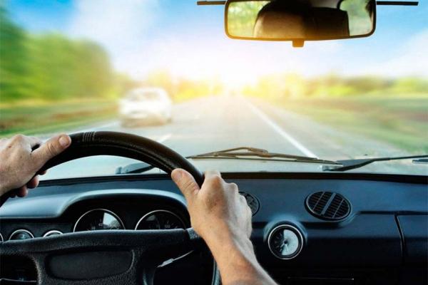 Сопровождение опытного водителя не лишает ответственности за отсутствие прав