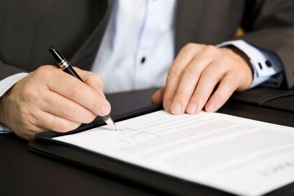Порой возникают проблемы при подписании договора с застройщиком, и в этом случае также возможно исполнительное производство