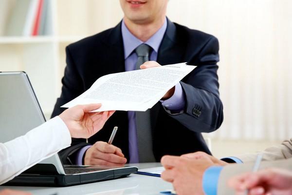 Предоставить документы можно лично, а можно отправить их через интернет или посредством почты