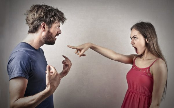 Иногда угрозы путают с оскорблениями, которые, к слову, тоже караются
