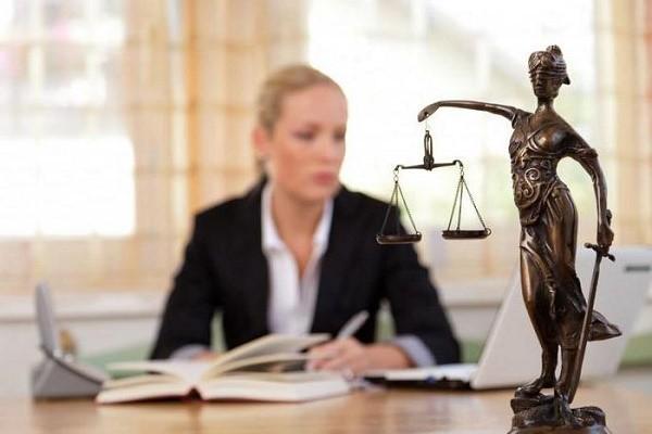 Статус потерпевшего в уголовном процессе присваивается каждый раз индивидуально, исключительно путем выдачи соответствующего постановления или определения от официальных лиц и инстанций