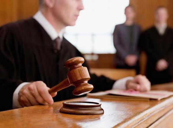До решения суда мать не может отказаться от ребенка и обязана нести за его жизнь и здоровье ответственность