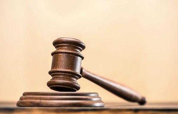 Судебное решение может быть передано приставам и в электронном, и в письменном виде