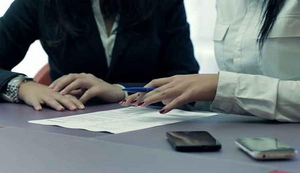 Если организация забирает документы гражданина, она обязана выдать расписку