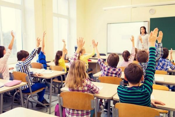 Ребенок должен понимать, что дружелюбный и ответственный подход к созданию отношений с учителем и сверстниками поможет ему в будущем