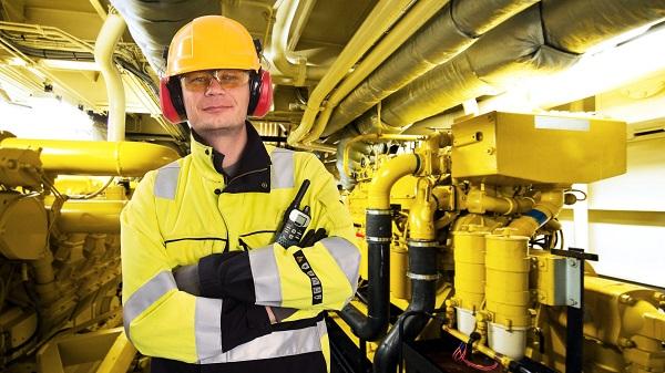 Обеспечение работников специальной экипировкой, а также другими средствами защиты возлагается на руководство организации