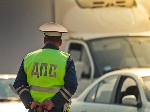 После того, как лицо остановят за совершение нарушения на дороге, оно сможет законно эксплуатировать собственный автомобиль еще около 10 дней