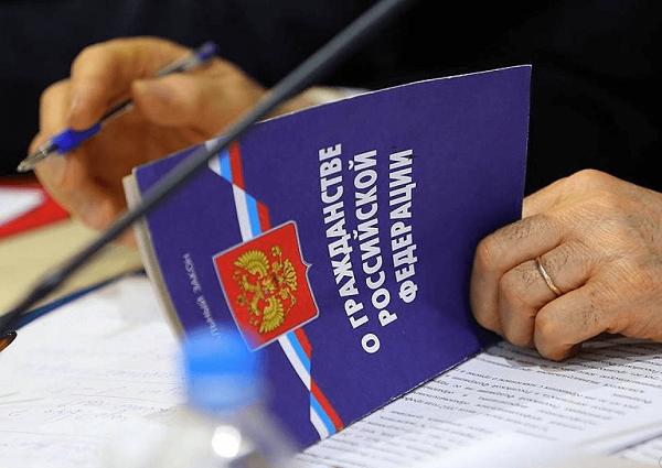 Для выхода из гражданства предусмотрен специализированный порядок, обозначенный законом