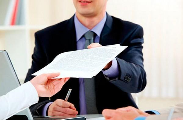 Исполнительный лист может быть предоставлен работодателю или организациям, которые перечисляют лицу средства