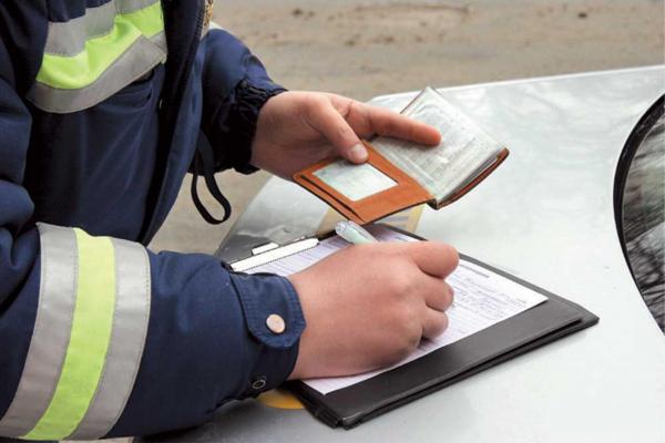 Водитель вносит сведения об отсутствии прав в базу