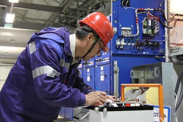 Обеспечение работников необходимыми предметами личного использования и инструментами, которые улучшат положение в области ОТ