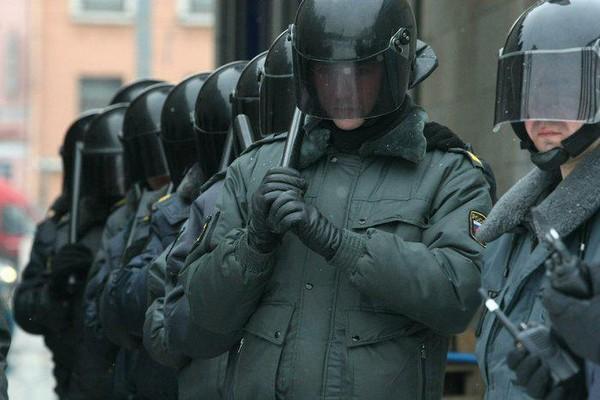 Имеющееся разрешение не означает обязательное применение спецсредств – полицейский должен трезво оценивать ситуацию и понимать, необходимо ли прибегать к таким мерам