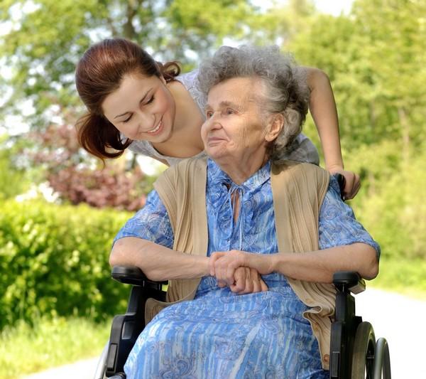 Человек, желающий ухаживать за пожилым, не должен иметь официальную работу