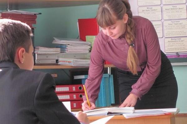 Если ученик считает, что оценка была ему занижена неправомерно, для начала ему стоит поговорить с преподавателем
