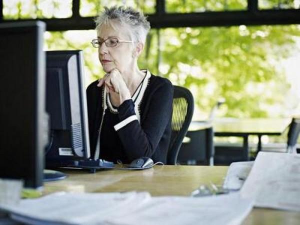 Пенсионеры при увольнении освобождены от двухнедельной отработки