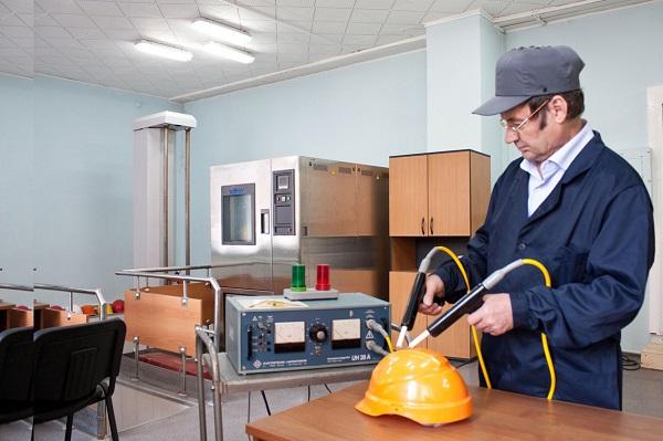 Руководство предприятий, особенно тех, на которых могут возникнуть опасные условия труда, должны максимально обезопасить работников, приобретя для них качественные средства индивидуальной защиты