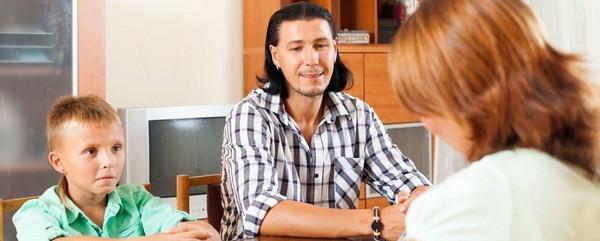 Родители также могут побеседовать с учителем об успеваемости ребенка