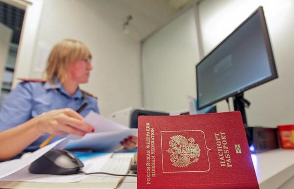 Можно подать заявку на получение новых прав в пункте ГИБДД или в МФЦ