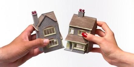 Чтобы проще продать часть квартиры и провести процедуру отказа от первоочередного права, необходимо через суд выделить точную часть вашей доли жилья