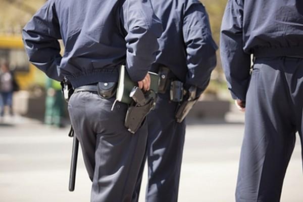 Иногда полицейские могут применять огнестрельное оружие