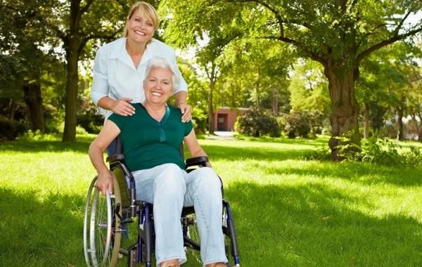Ухаживать можно не только за людьми старше 80 лет, но и за инвалидами и проч.