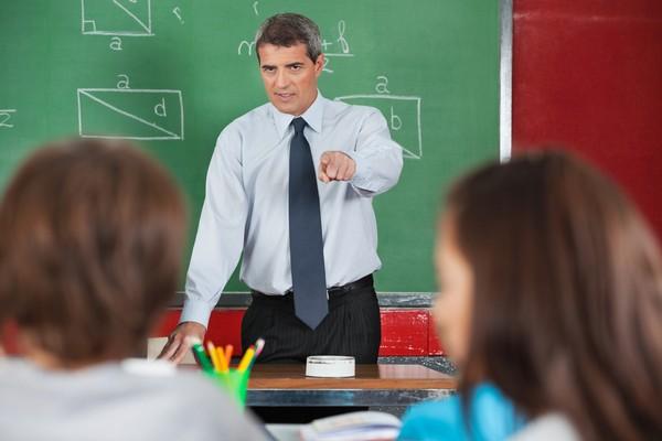 Учителя не должны занижать оценки за внешний вид, поведение ребенка на уроке