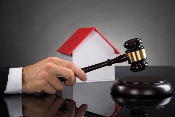 В судебном порядке нужно доказать пригодность строения к постоянному проживанию