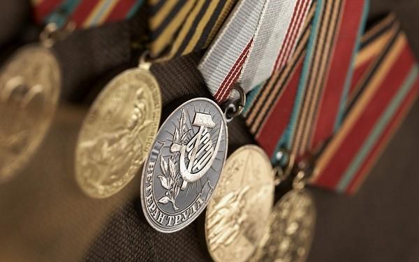 Медали Ветеранов труда, выданные во времена Советского союза - лучшее доказательство того, что вы уже обладатель рассматриваемого статуса, который теперь нужно подтвердить