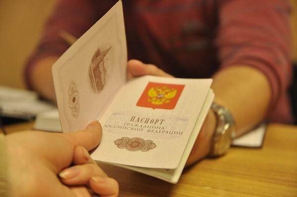Документы на проверку подаются в миграционную службу, роль которой зарубежном выполняют консульства