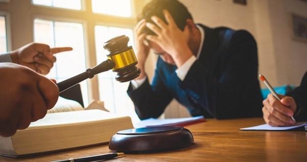 От рассмотрения заявления, в котором содержатся помарки, и обнаружены неточности, гарантированно откажется любая из выбранных вами для проведения процедуры приостановления инстанций